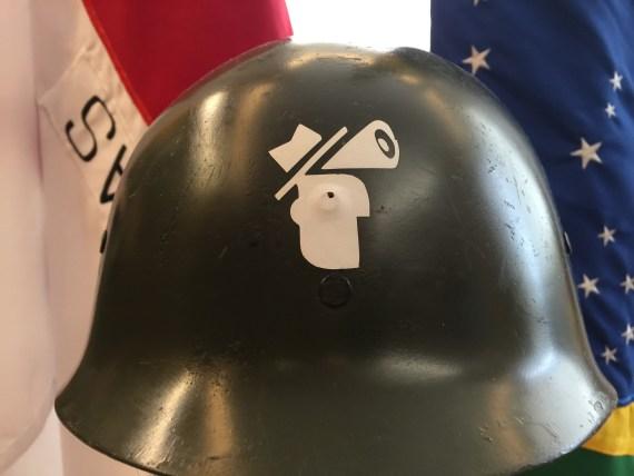 o chapéu sempre foi, na verdade, um capacete