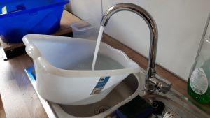 Wasser in die Wanne füllen im Achtsamkeitszentrum München