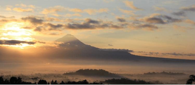 Golden Sunrise Di Punthuk Setumbu Magelang