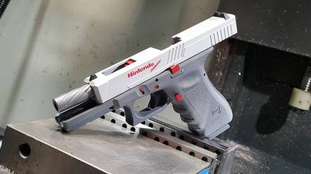 pistolet Glock by Precision Syndicate - Nintendo Zapper