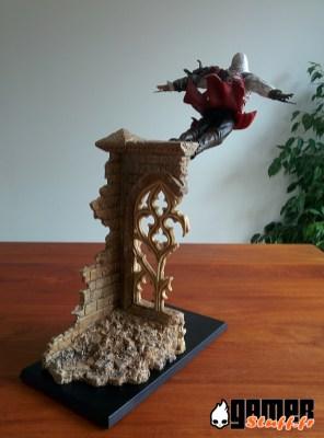 Figurine Assassin's Creed - Ezio, le saut de la foi