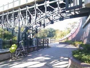 Das Strida LT Faltrad in Berlin an der Spree