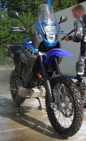 Blaue XT660Z mit WP/Öhlins Fahrwerk