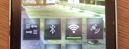 Sony Ericsson Xperia Active von Auto überrollt