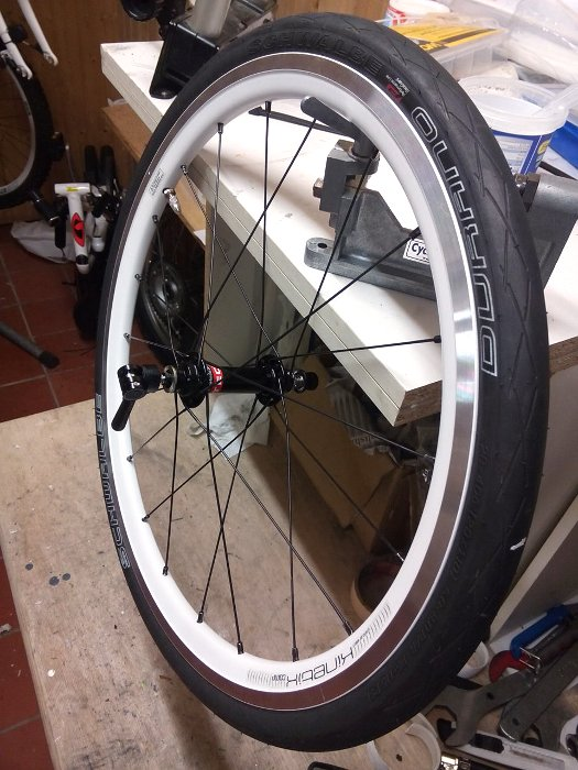 Kinetix Comp 406x17 mit Novatec Superlight Race Nabe
