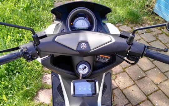 Tomtom Rider 400 an Yamaha NMAX