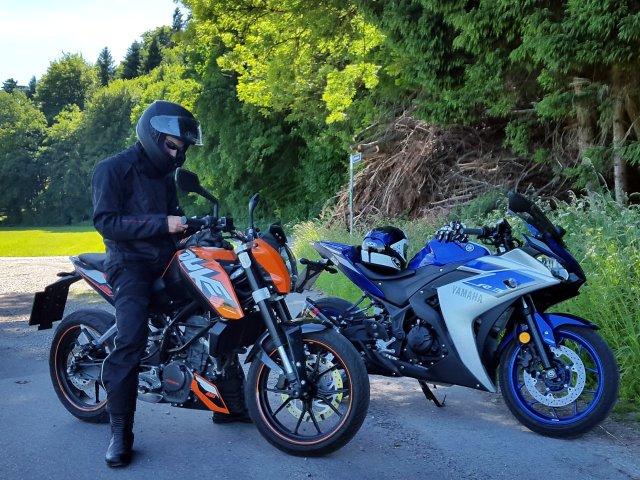 Bei Lengau - KTM Duke und Yamaha YZF-R3