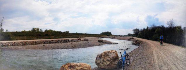 Am Inndamm Ering, neu geschaffener Neben-Flusslauf