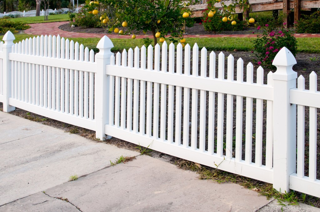 25 Garden Fences In Varied Styles And Materials