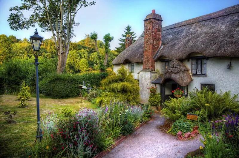 18 Quaint Cottage Garden Designs Bursting With Color Garden Lovers Club