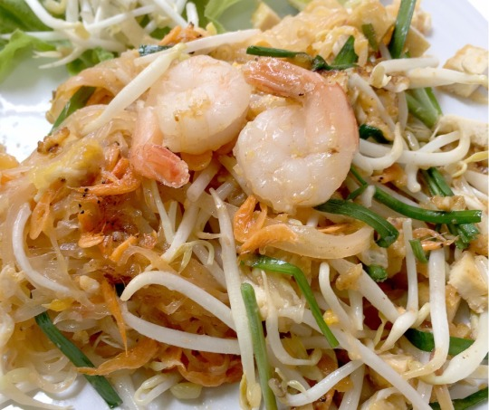 Stir-fry noodles with shrimp and chives