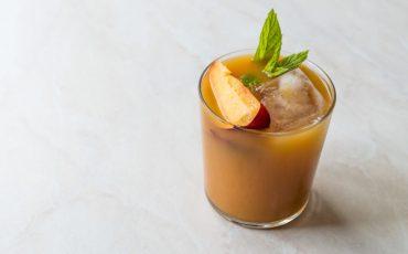 Peach whiskey smash