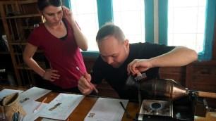 K'HO coffee farm: proces praženia, v daných sekundách praženia sa hodnotí vzorka