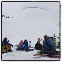 滑って来た大岳の麓でお昼ご飯