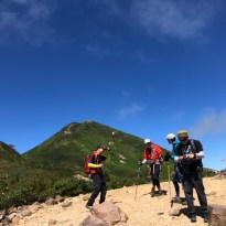 山頂を避けて標高落としたポイントで休憩