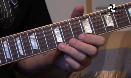 AC/DC – Angus Young Style Rock Licks (Guitar Lesson RO-101)