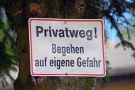 Privatweg - Begehen auf eigene Gefahr