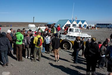 120807アイスランド、グリーンランドの旅・ヨークサゥルロゥン湖の水陸両用車
