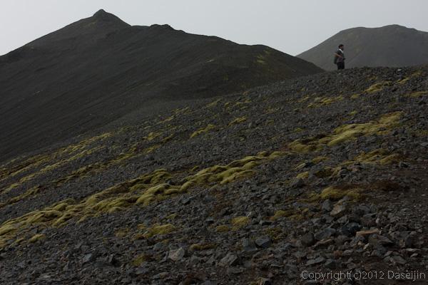 120809アイスランド、グリーンランドの旅・Blahnukurは溶岩のザラザラの山