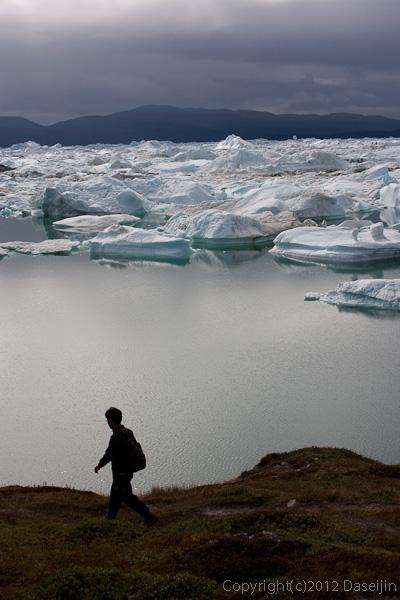 120811アイスランド、グリーンランドの旅・イルリサット氷山を見ながらトレッキング