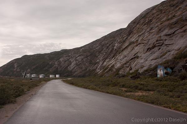 120814アイスランド、グリーンランドの旅・夕暮れの道