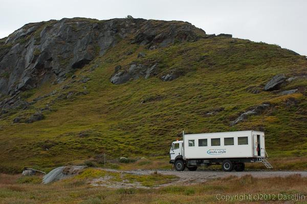 120814アイスランド、グリーンランドの旅・氷床ツアーのバス