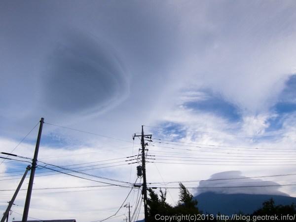 富士山の笠雲と吊るし雲