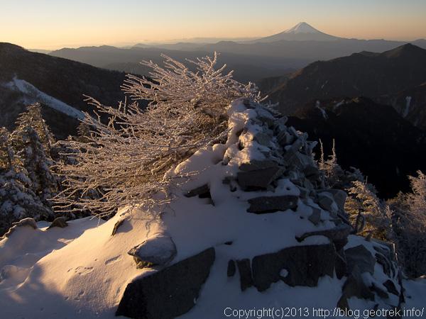 甲武信岳山頂から富士山