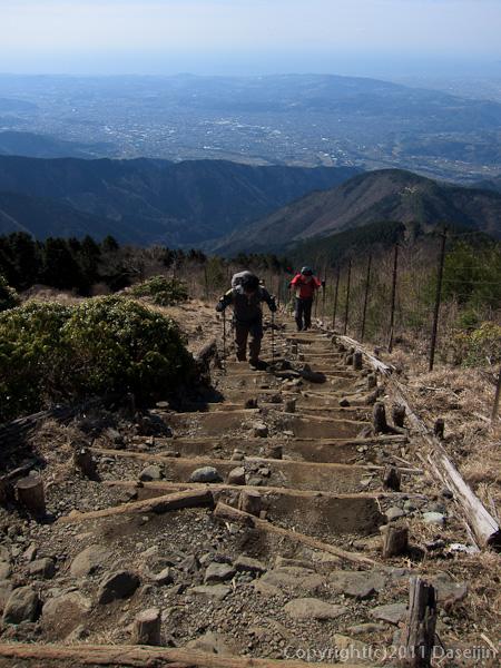 120407丹沢・花立山荘直下から大平洋