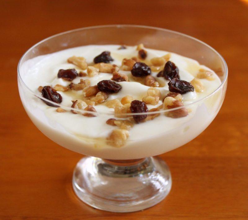 greek-yogurt-snack lower sugar healthy snacks