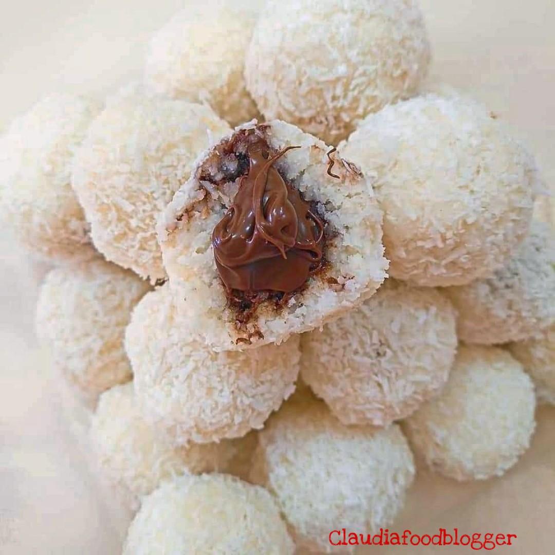 Bon bon al cocco ripieni di nutella