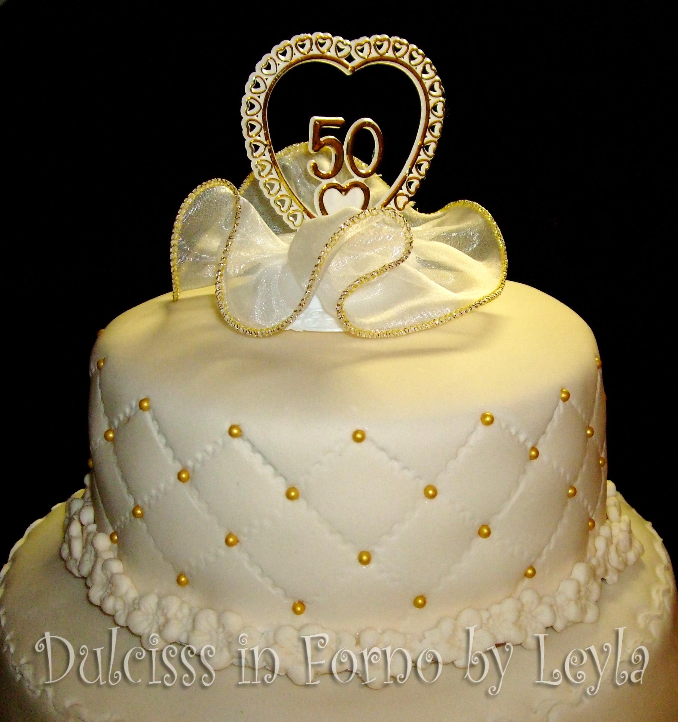 Con la pasta di zucchero avanzata potete realizzare dei decori. Torta 50 Anni Di Matrimonio A 3 Piani In Stile Wedding Decorata In Pasta Di Zucchero