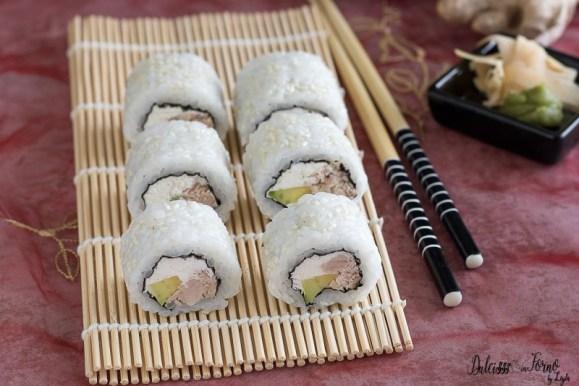 Risultati immagini per sushi philadelphia e salmone