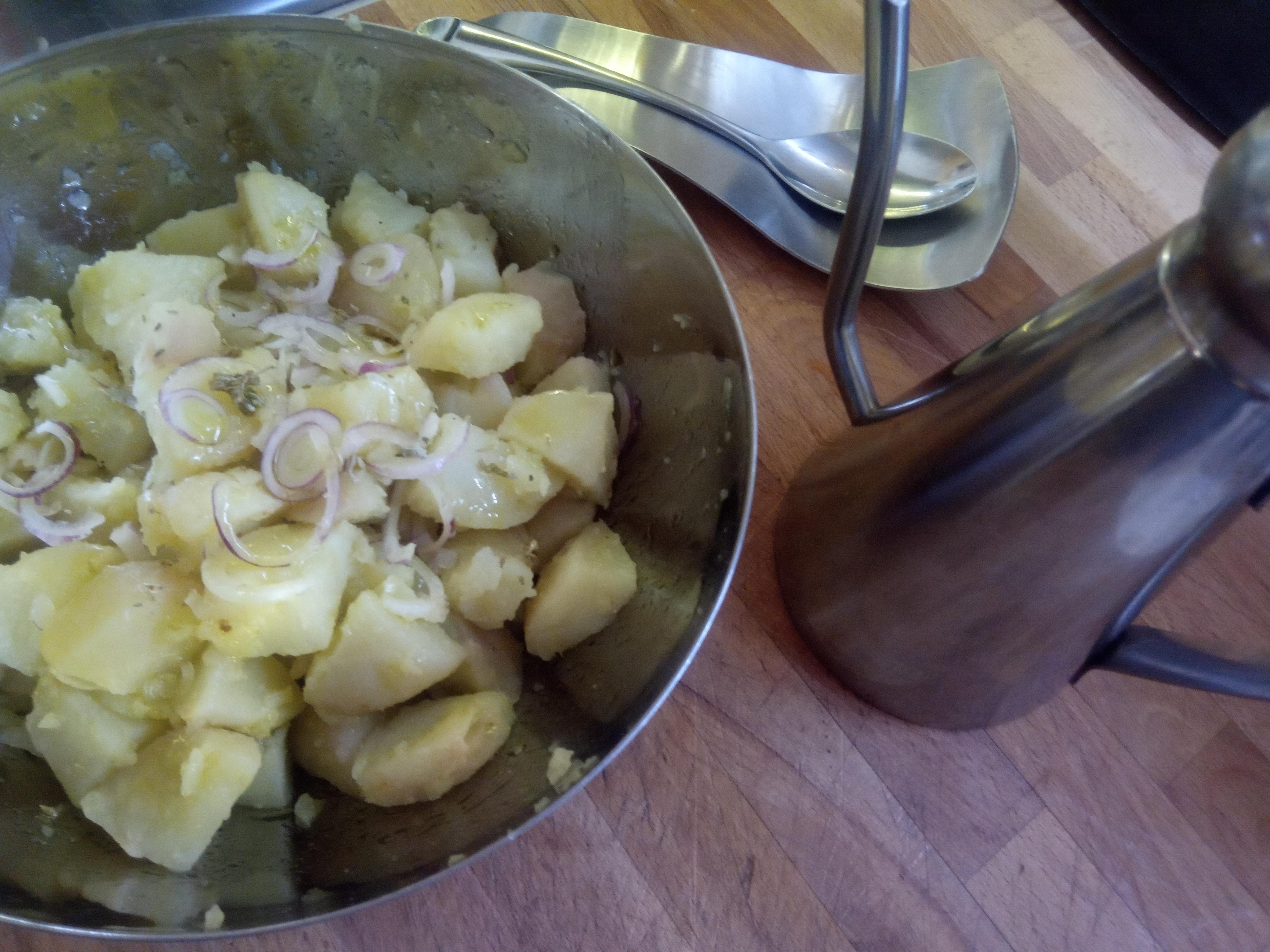 Insalata di patate, cipolle e origano