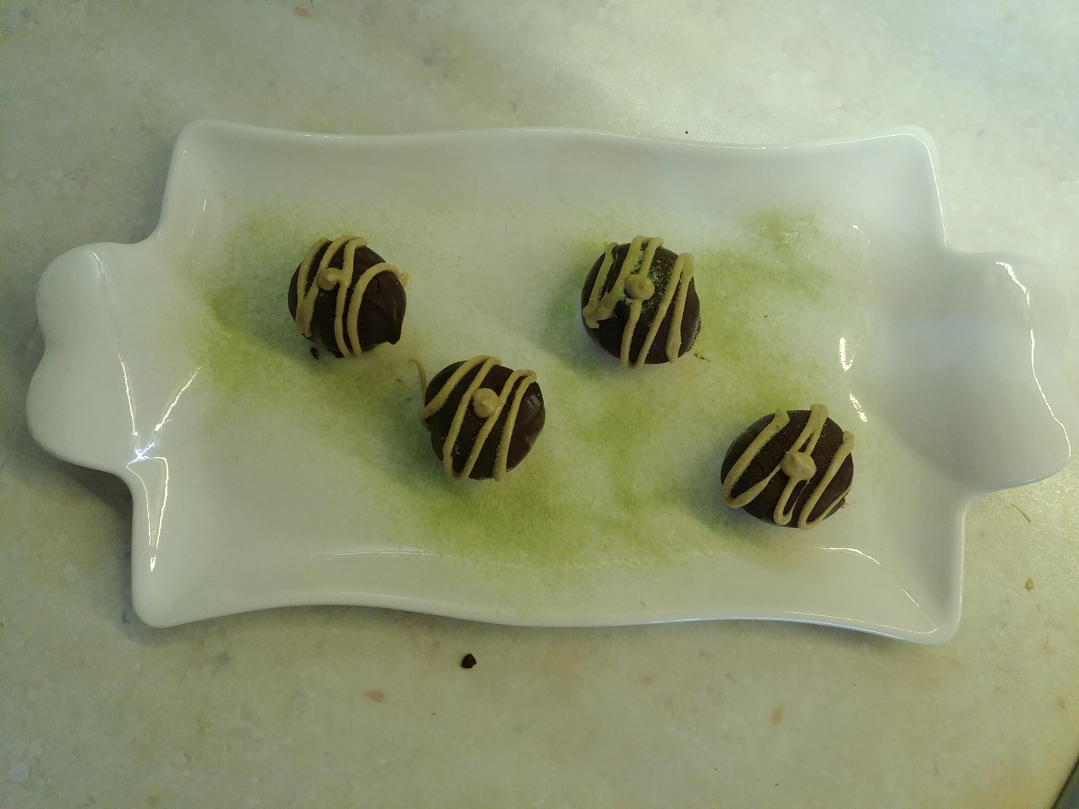 Bon bon di gelato ricoperti di cioccolato