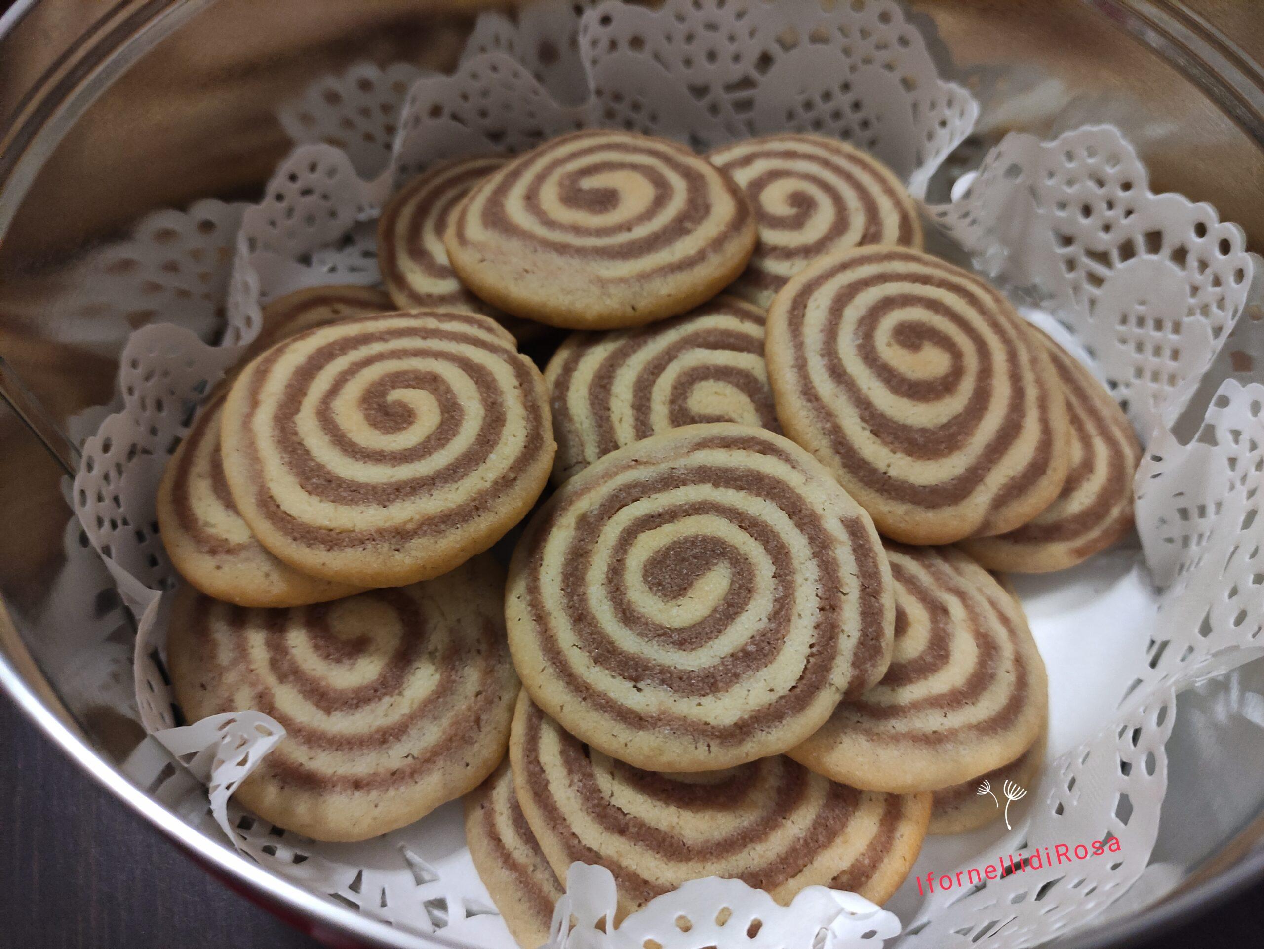 Biscotti girelle bicolori