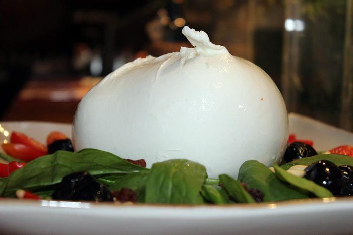 Mozzarella Bufala Dop si innova, ma c'è chi dice no a 'frozen'