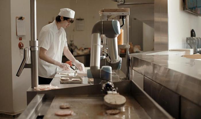 Cucina hamburger troppo velocemente, Robot licenziato