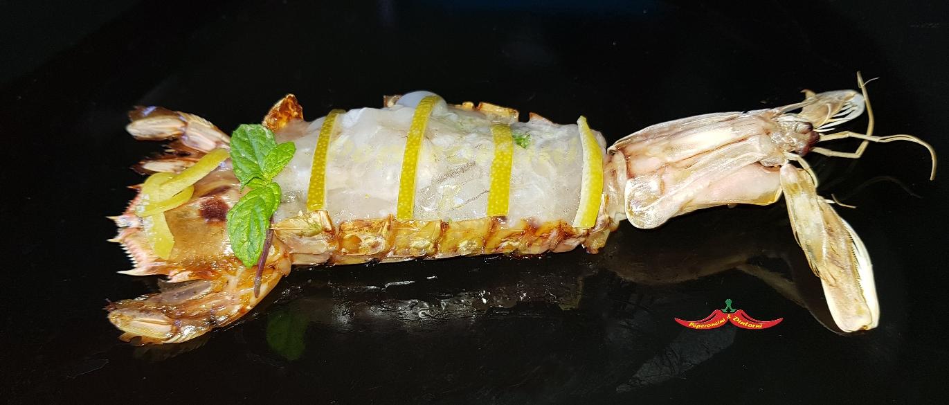 Cicala Marinata al Mojito e aji Amarillo con zeste di lime marinate, servito nel guscio al forno