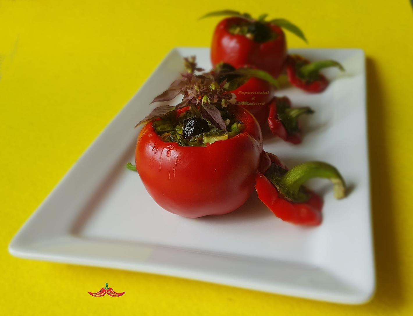 Peperoni Tomaticot di Carmagnola ripieni di foglie di cipolla pecorino e Nduja