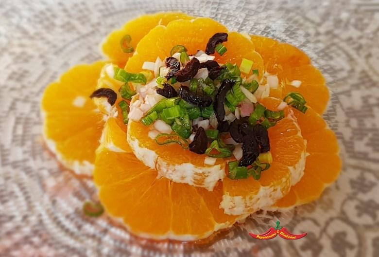 Insalata di arance e foglie di cipolle egiziane