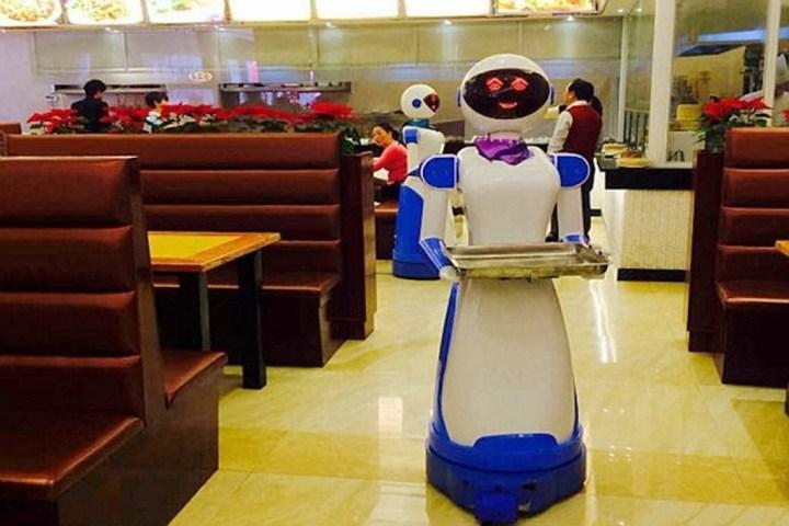 """Nelle cucine del 2020 camerieri robot e """"ristoceutica"""""""