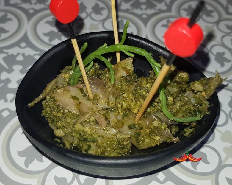Sgombro marinato con pesto di salicornia, portulaca, basilico e noce