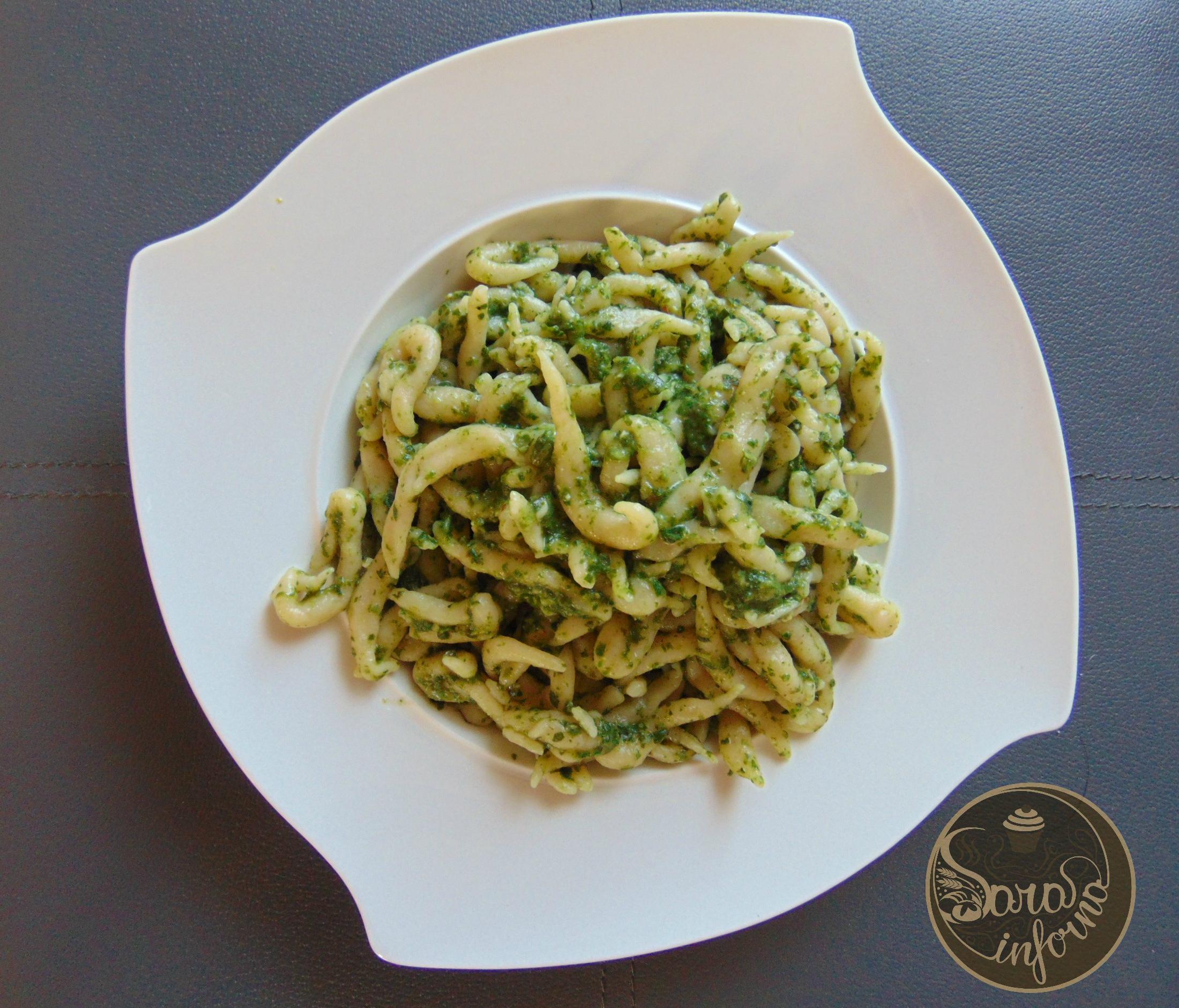 Pasta fresca al pesto di basilico e spinaci