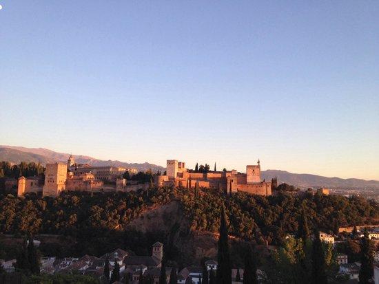 Tour Madrid Granada Siviglia  Una cucina da single