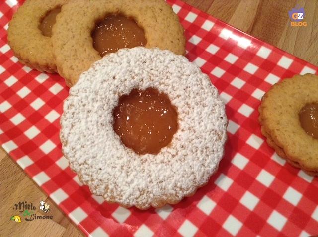 Frollini speziati con marmellata – ricetta dolce