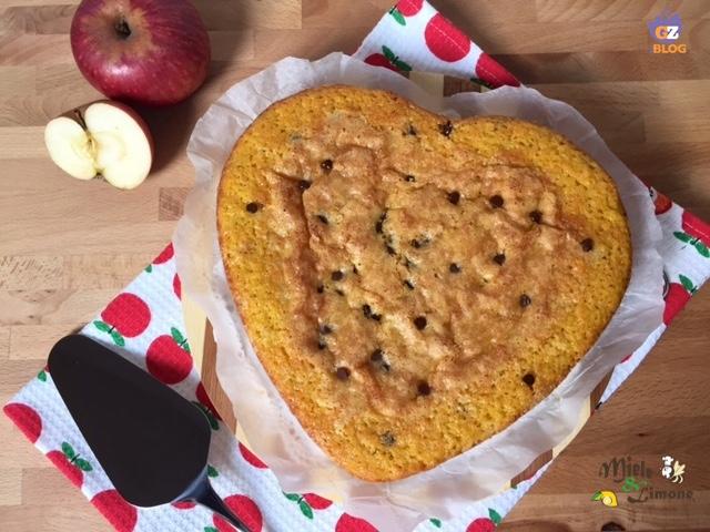 """Torta di mele """"nascoste"""" con gocce di cioccolato – ricetta dolce"""