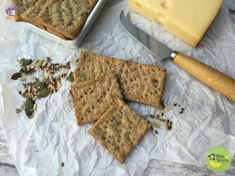 Crackers integrali ai semi misti – ricetta senza lievito