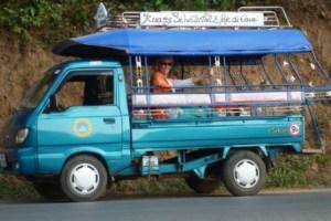 Mit dem Tuktuk zum Wasserfall Tad Khun Si
