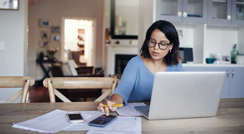 a buyer calculating her mortgage